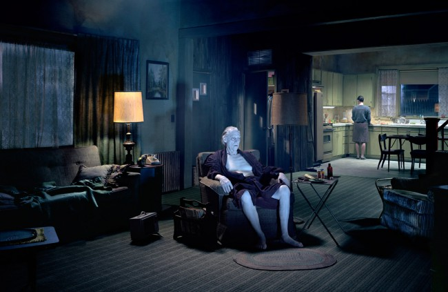 Gregory Crewdson - The father - Beneath the roses, 2007